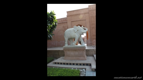 Agra, The Oberoi Amarvilas Hotel.002