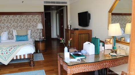 Agra, The Oberoi Amarvilas Hotel.006