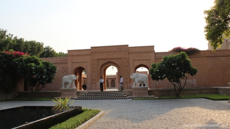 Agra, The Oberoi Amarvilas Hotel.017