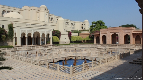 Agra, The Oberoi Amarvilas Hotel.044